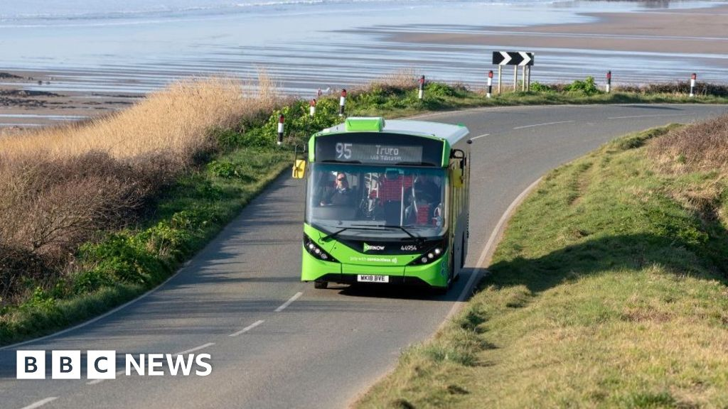 Government to pledge £5bn for bus services and cycling routes thumbnail