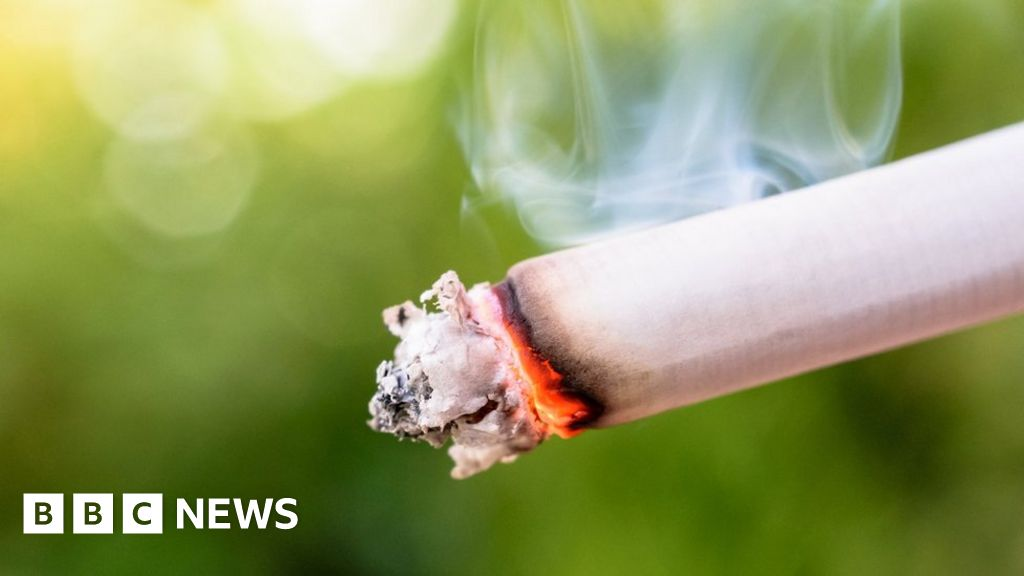 Smokers past and present 'live in more pain'