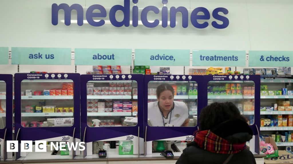 High street pharmacists 'put at risk' from virus
