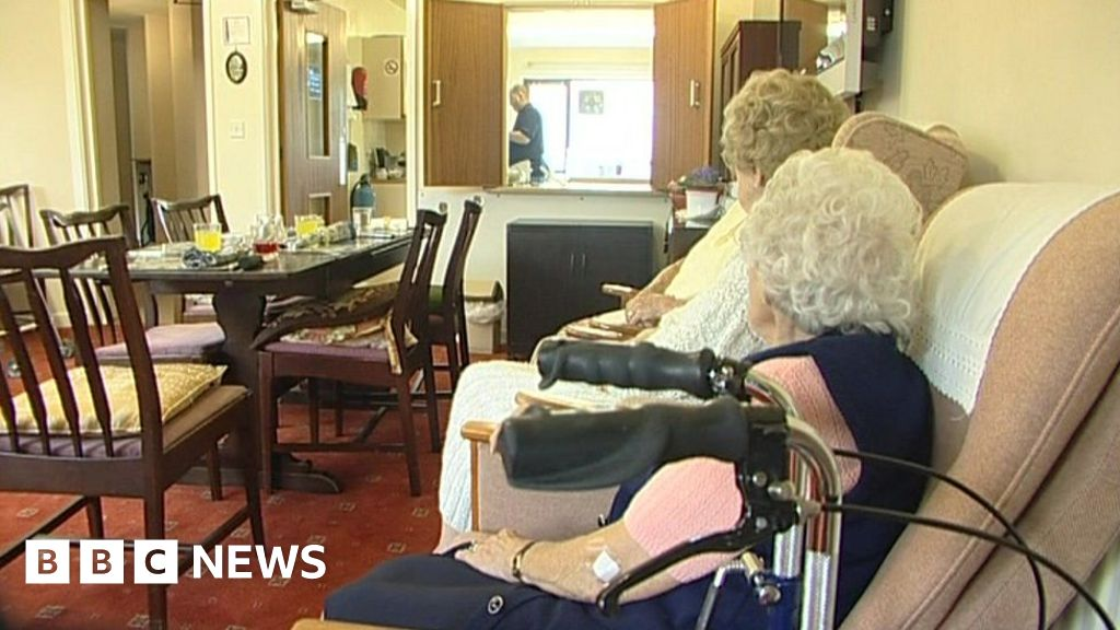 """Coronavirus: nursing home deaths in a week, """"double the previous month"""