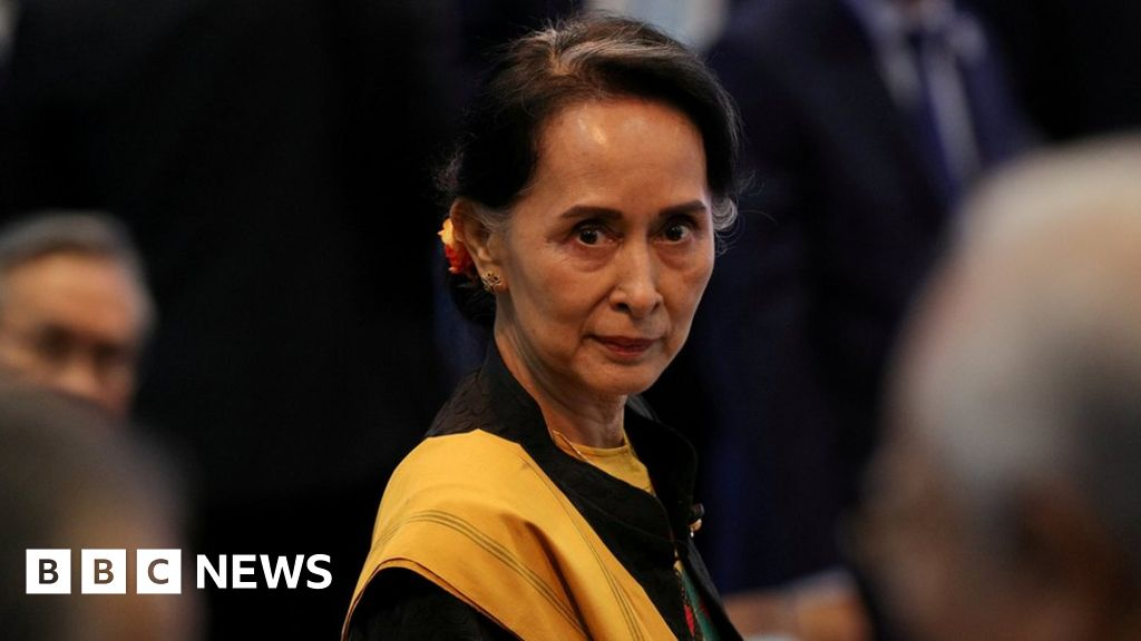 Aung San Suu Kyi: The democracy icon who fell from grace - BBC News