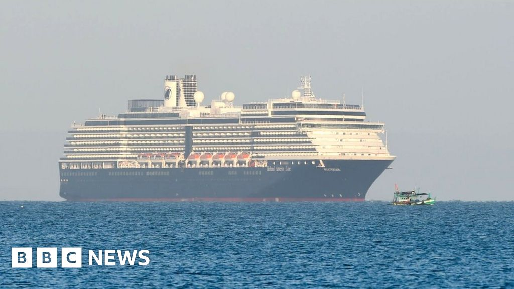 How did Cambodia's cruise ship welcome go wrong?