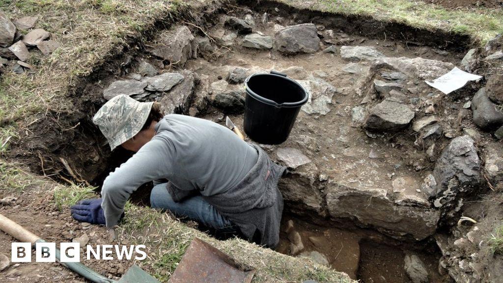 Llanddwyn Island: Archaeologists unearth building remains