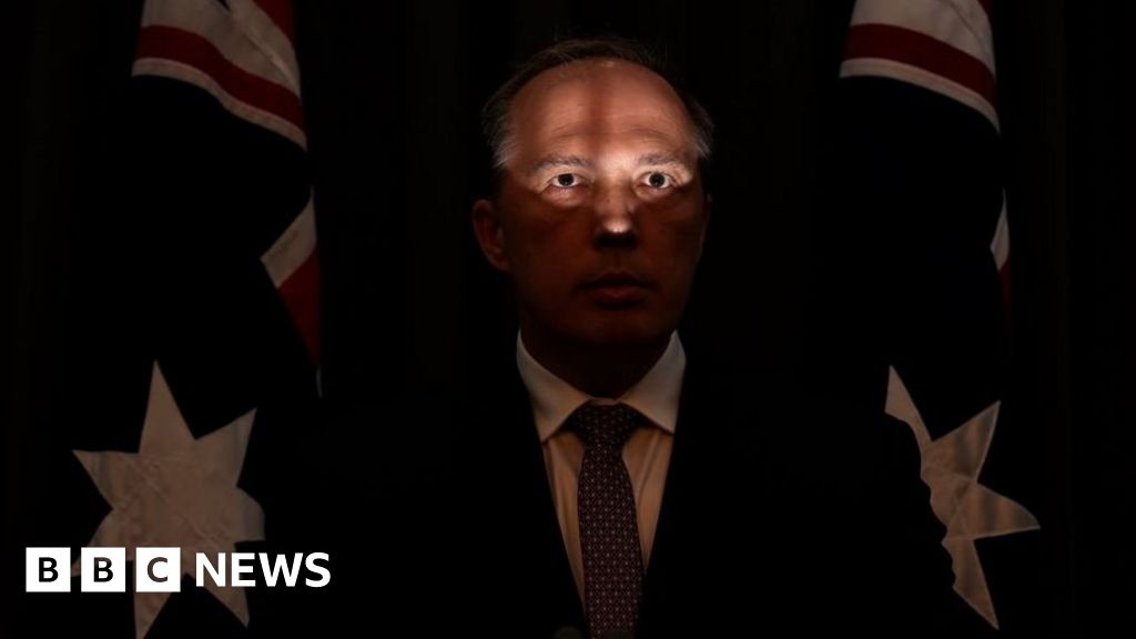Bbc News Twitter: The Picture Of Australian Minister Too 'unflattering' For