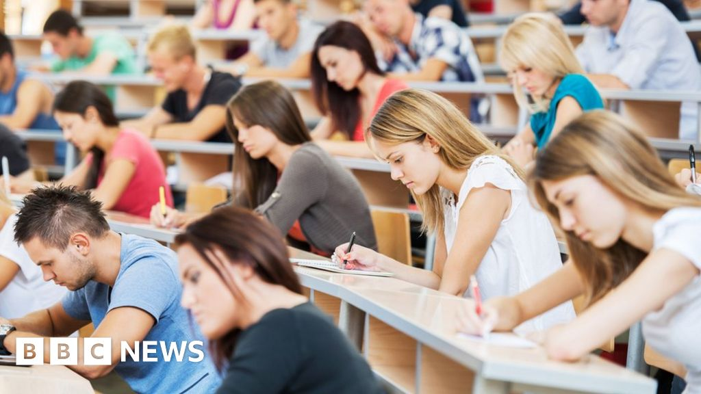 University lecturers to be balloted in row over pay
