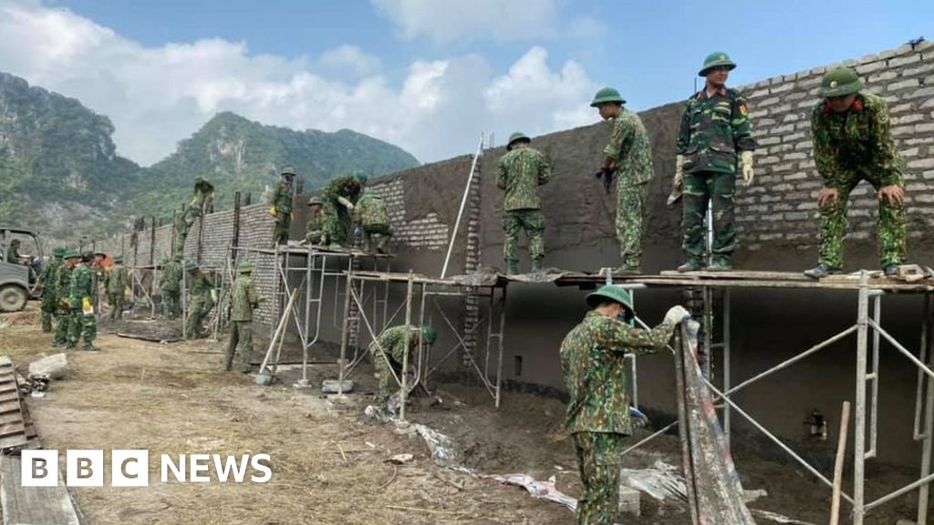 Dong Tam village: Anger in Vietnam over deadly 'land grab' raid thumbnail