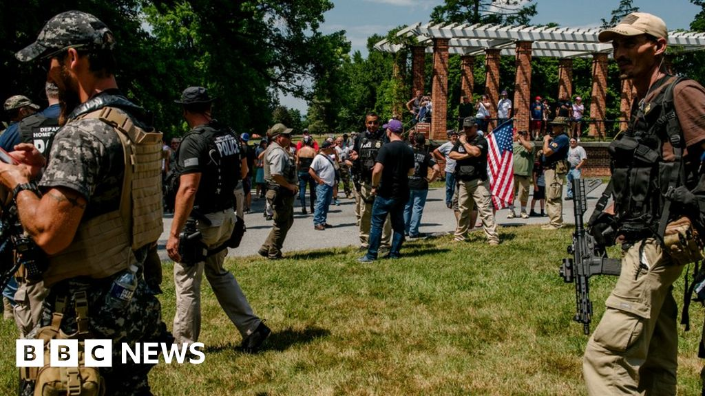 Gettysburg 'flag-burning hoax' sees armed far-right teams assemble thumbnail