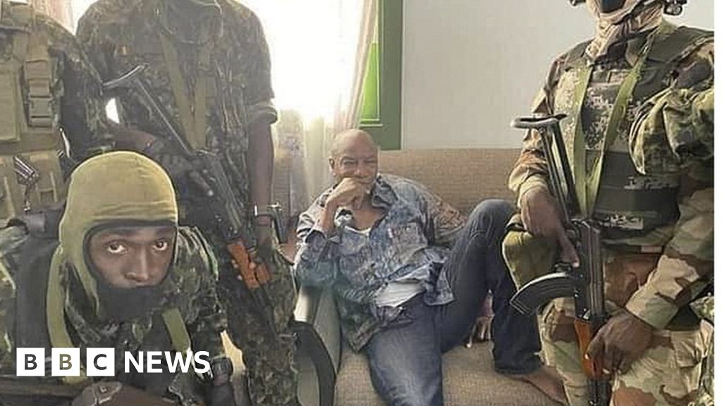 Guinea coup: Soldiers seek to tighten grip after ousting Alpha Condé