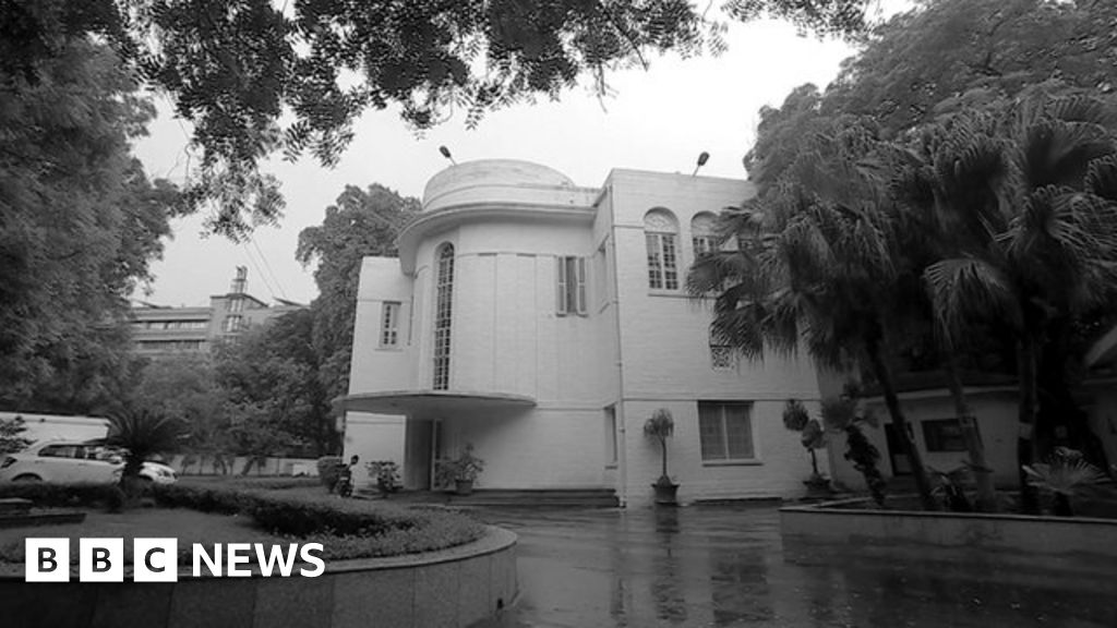 The Only People Willing To Take Delhi S Most Haunted House Bbc News