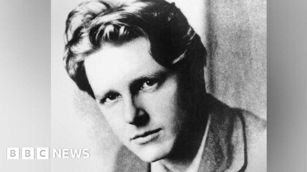 Poet Rupert Brooke's letters to Fiji friend sell for £9,000