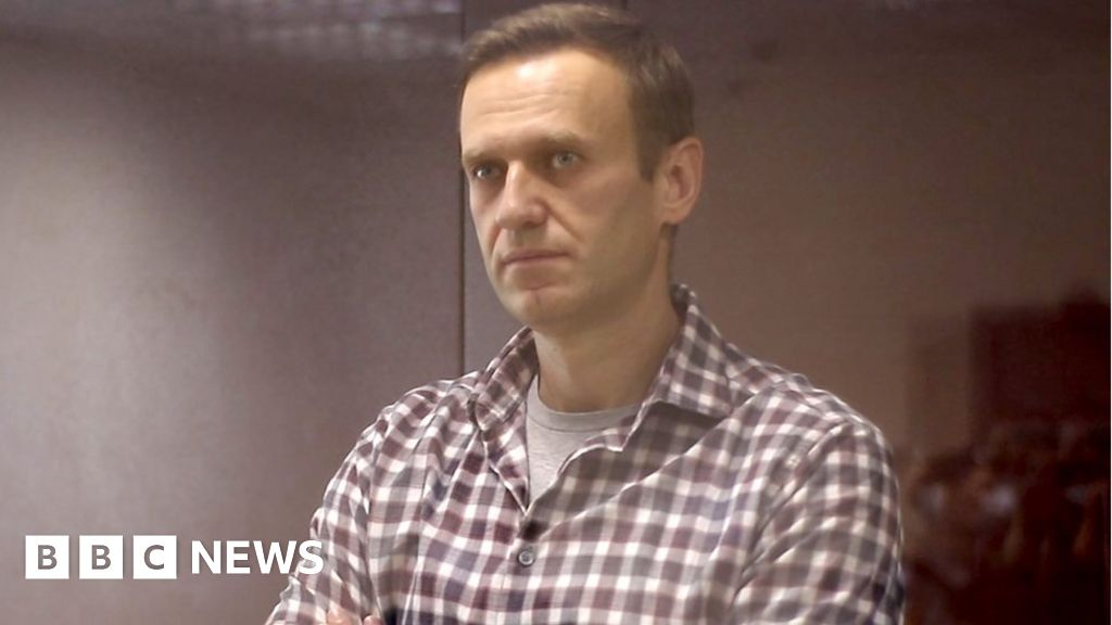 Alexei Navalny urged to end hunger strike immediately - bbc
