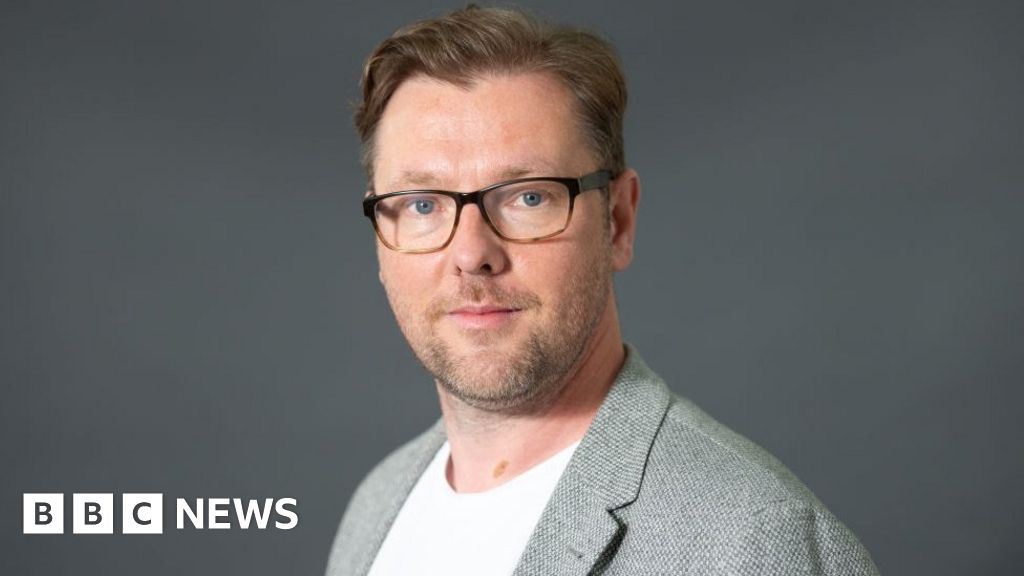 Author Damian Barr apologises for trans tweets