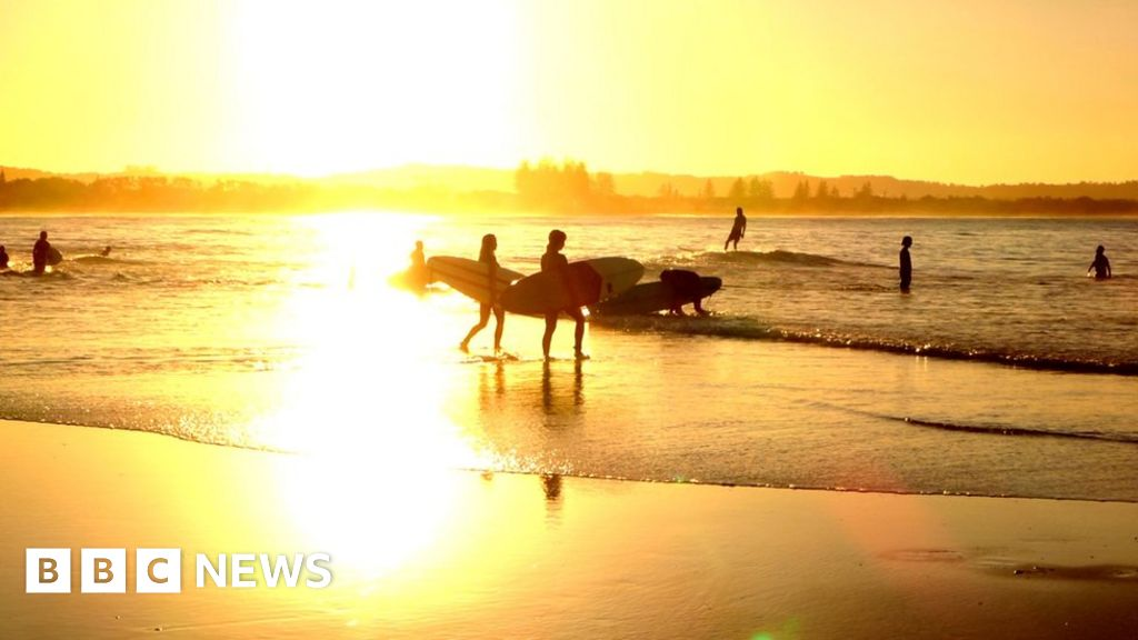 Byron Bay: Calls for Netflix boycott over reality show plans - bbc