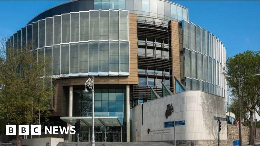 Dublin court: Golf club car bomb IRA charges dropped - BBC News