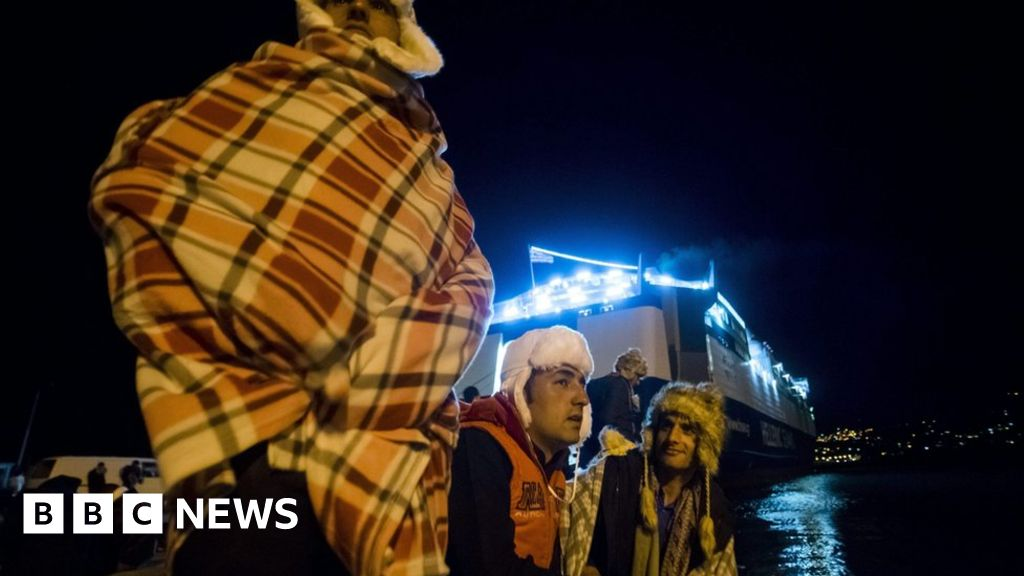 Migrant crisis: One million enter Europe in 2015 - BBC News