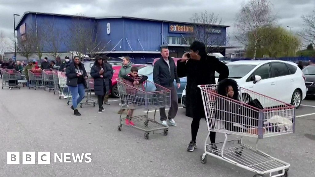 Coronavirus: Shoppers asked to be considerate thumbnail