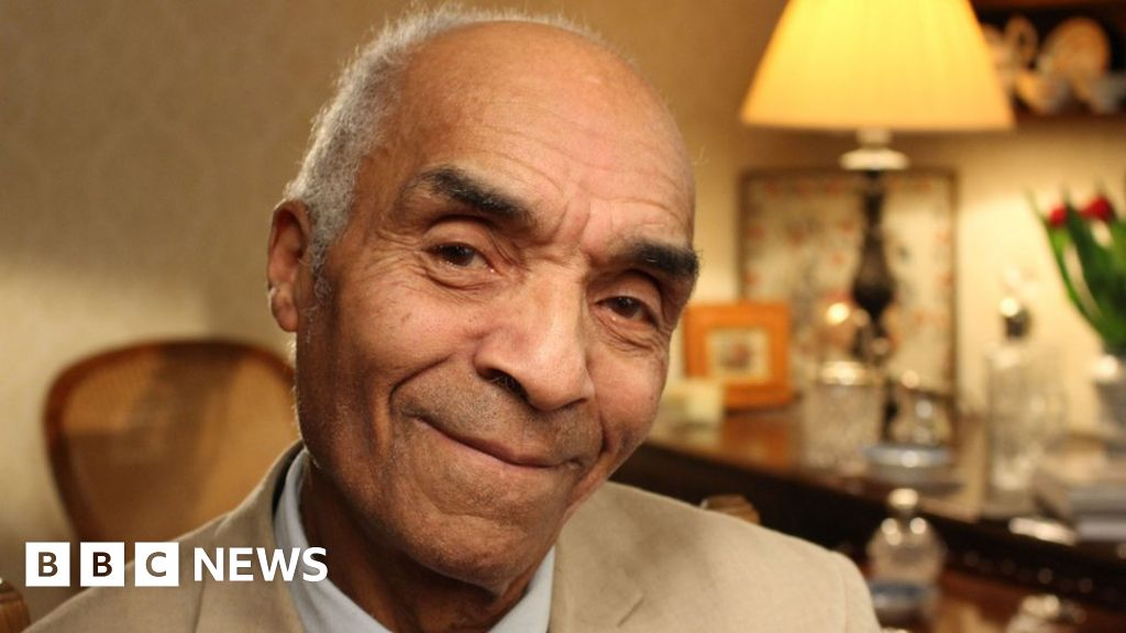 Kenny Lynch, British singer and entertainer, dies at 81