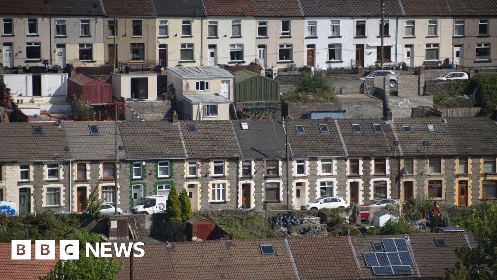 Thirteen Covid deaths during week in Wales