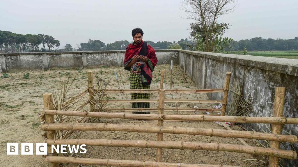 Emblem of the Islamic funeral instead of for sex workers in Bangladesh