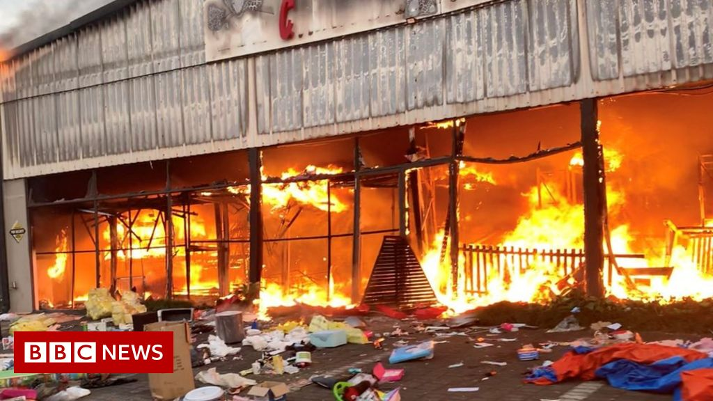 South Africa Zuma riots: Looting and unrest leaves 72 dead - BBC News