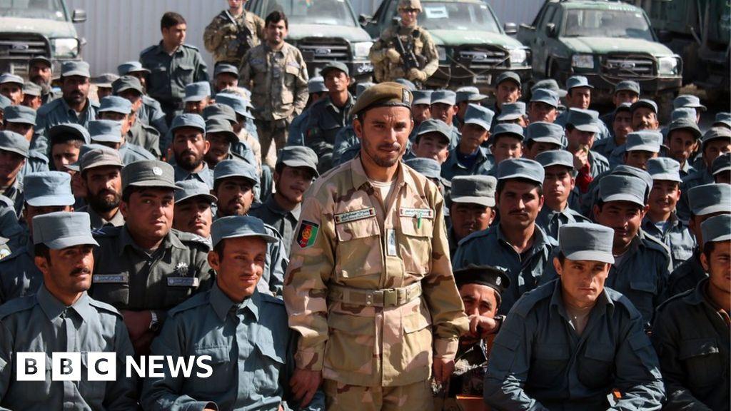 Top Afghan commander killed in gun attack