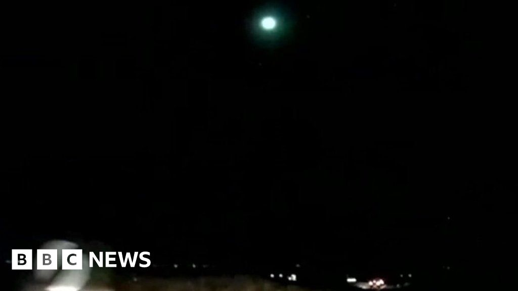 Large meteor spotted in skies across UK - BBC News