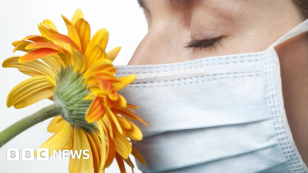 Coronavirus: Are loss of smell and taste key symptoms?