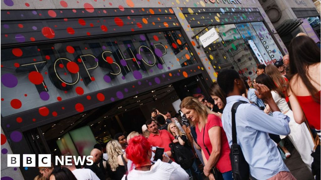 Sir Philip Green s Topshop reports £500m loss