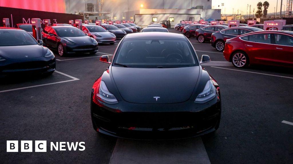 Tesla delays Model 3 production in its worst quarter - BBC ...
