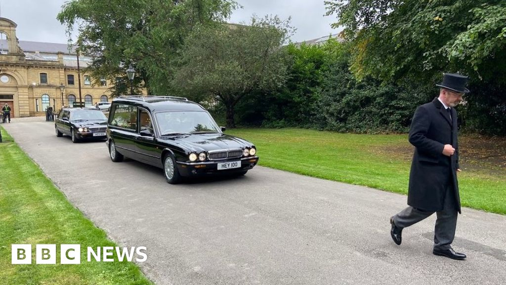 Austin Mitchell: Funeral of former Grimsby MP held in Bradford