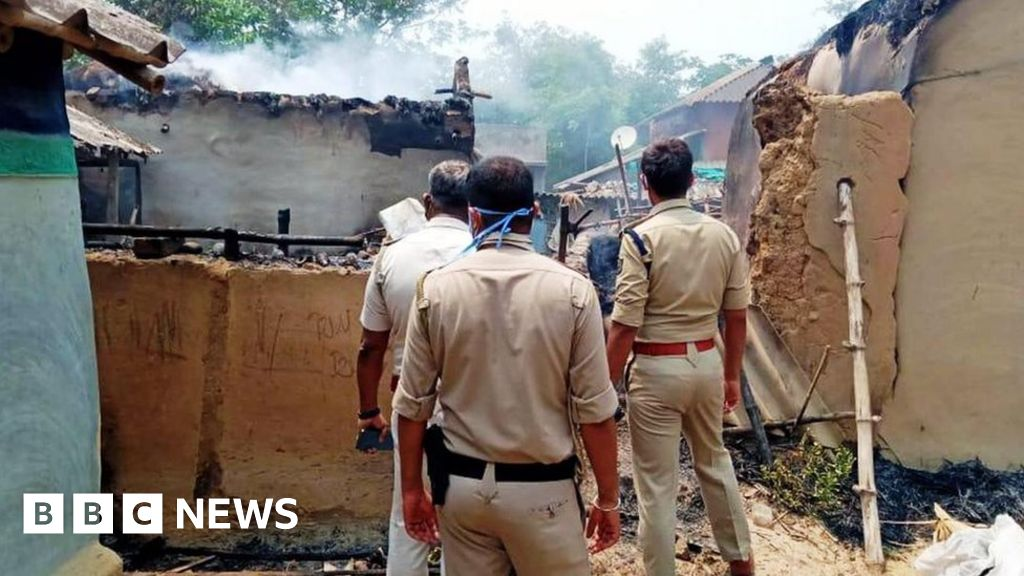 West Bengal: India parties claim 17 dead in poll clashes