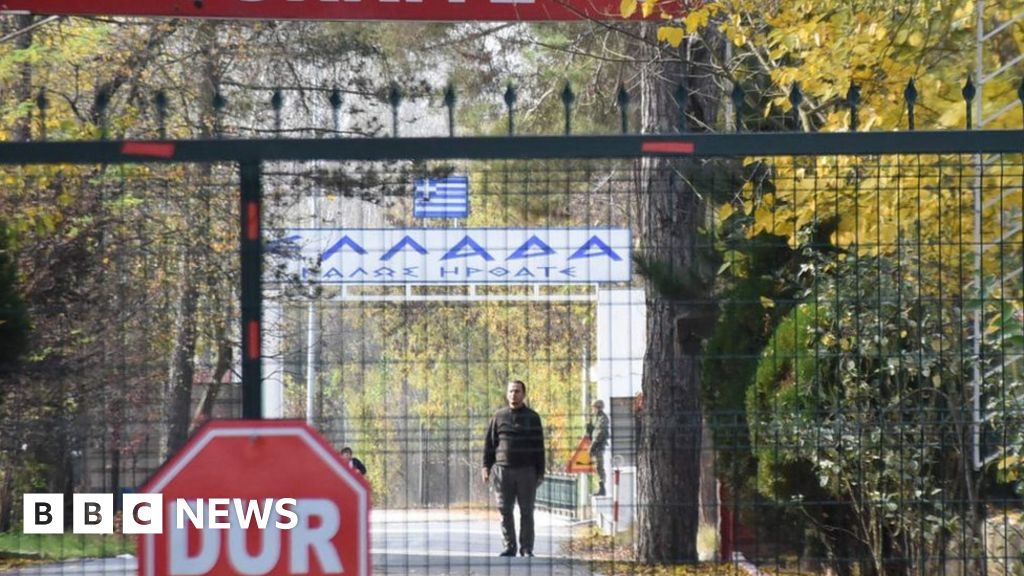 Turkey to extradite American IS suspect 'stranded on border'