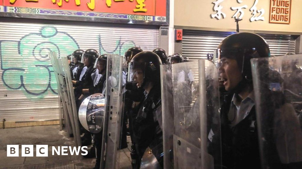 Hong Kong police and protesters clash thumbnail