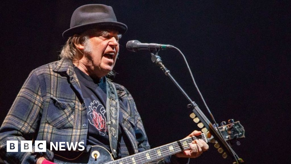 Neil Young News : neil young says hyde park show will proceed without barclaycard as sponsor bbc news ~ Russianpoet.info Haus und Dekorationen
