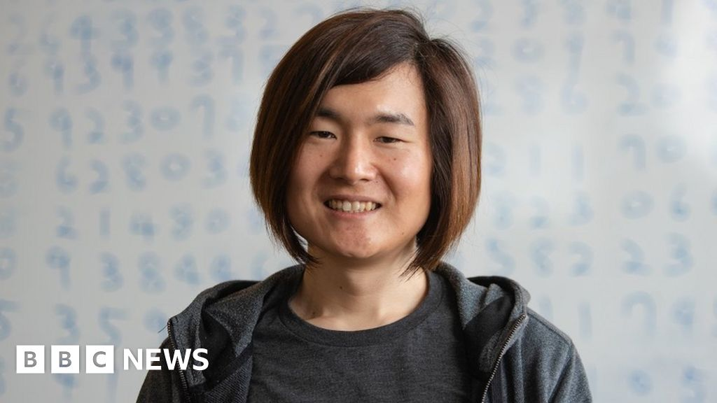 Woman breaks pi world record