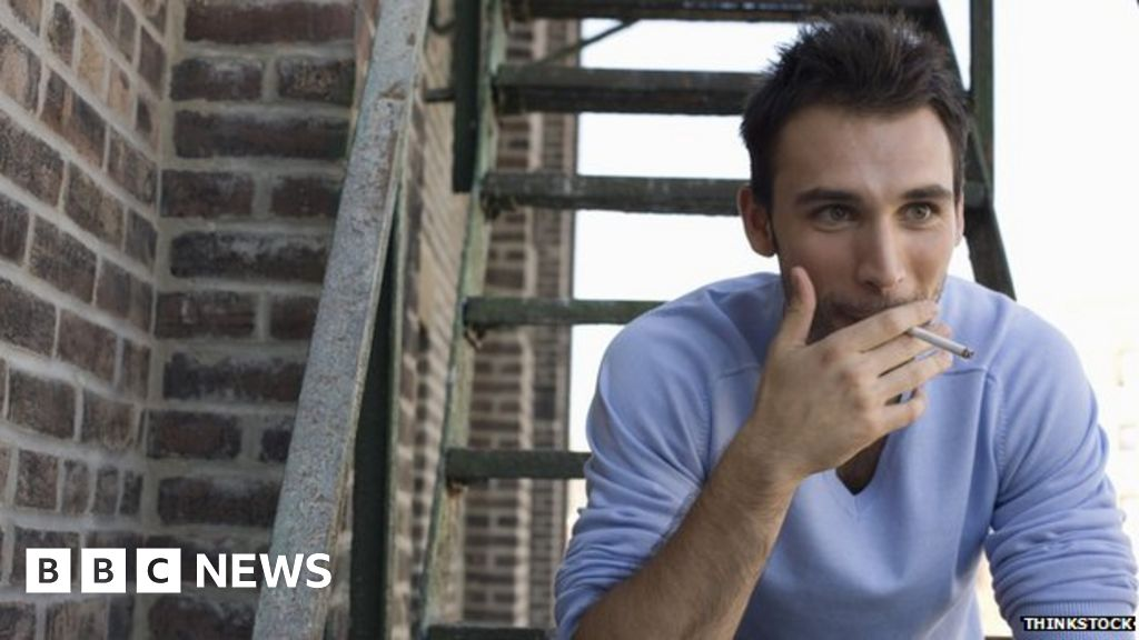 Smoking 'may play schizophrenia role'