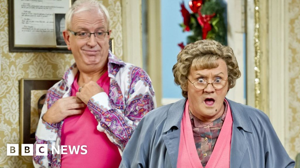 Rory Cowan: 'Unhappy' Mrs Brown's Boys actor quits - BBC News