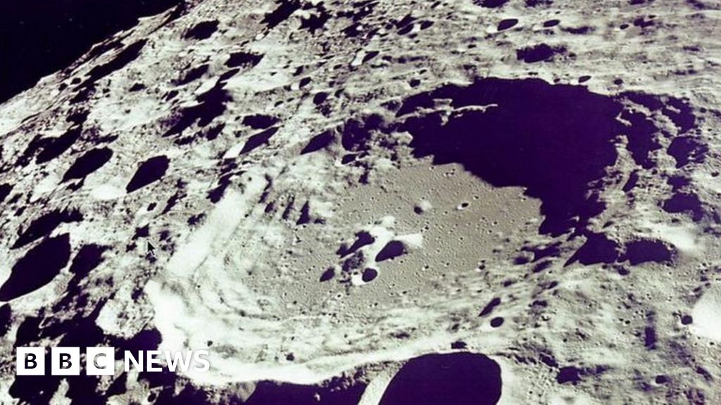 Open University scientists testing 'Moon dust' for water - BBC News