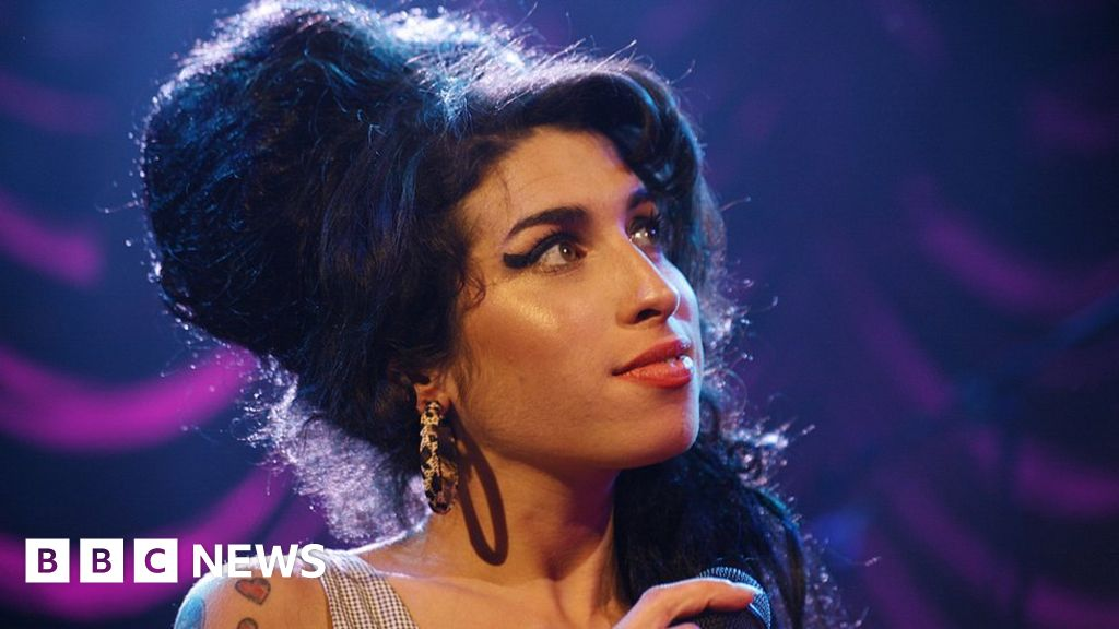 Amy Winehouse hologram to tour in 2019