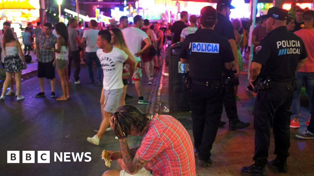 Majorca in drive to rein in boozy tourists
