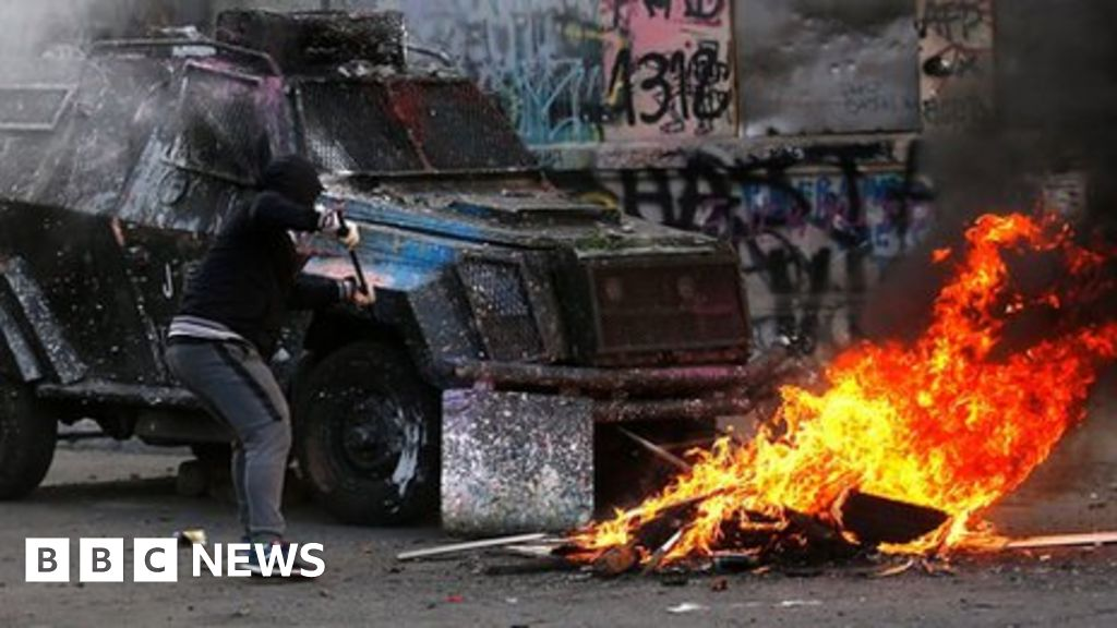 Lasers and tear gas in Chile clash