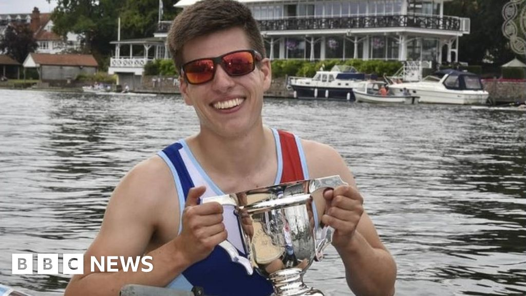 Male breast cancer: Man will now row for GB after beating illness - BBC News