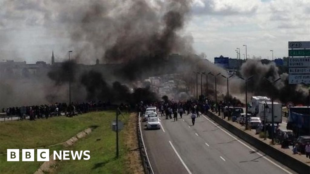 Dover Calais Tunnel >> Channel Tunnel disrupted by Calais fires - BBC News