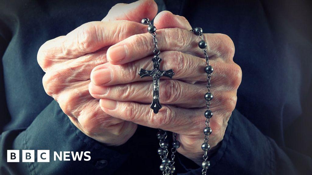 Is it OK for civil servants to wear religious symbols?