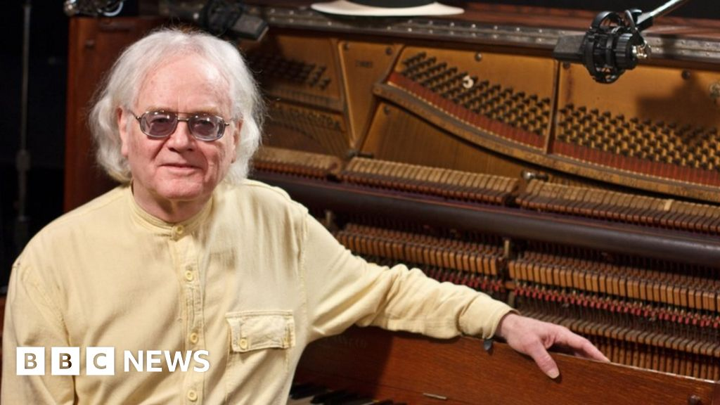 Lacking pianist 'buried by execrable family' thumbnail