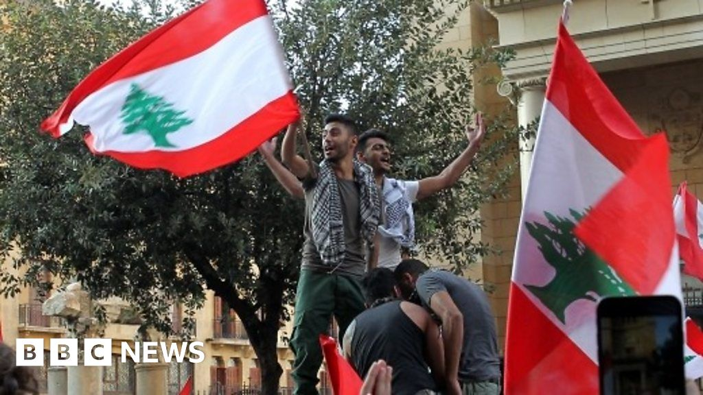 Calls for revolution at Lebanon protests