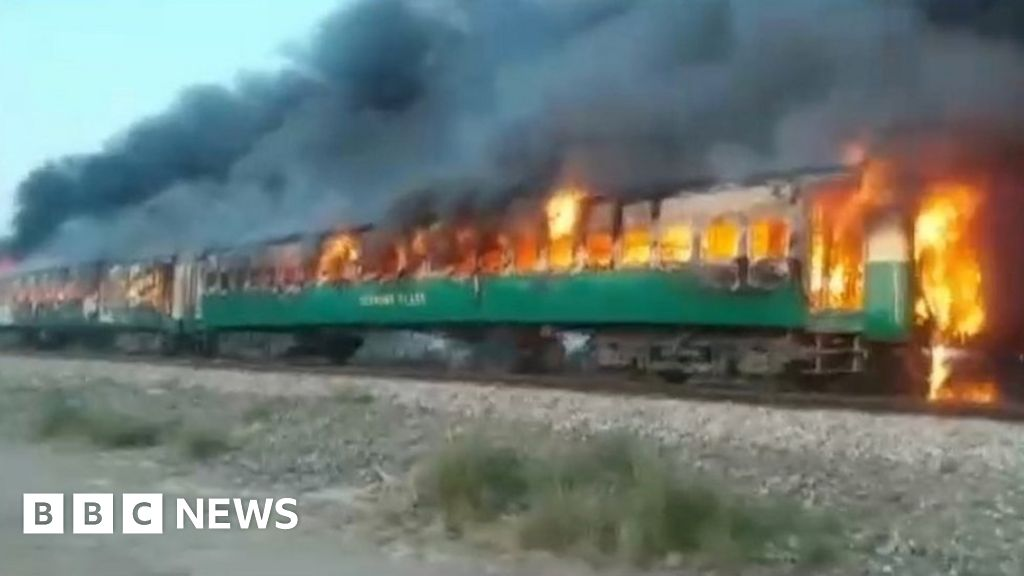 Dozens die in Pakistan train inferno thumbnail
