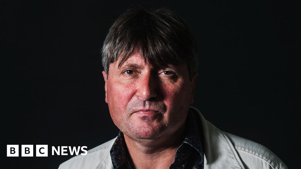 Poet laureate Simon Armitage launches award for nature poems
