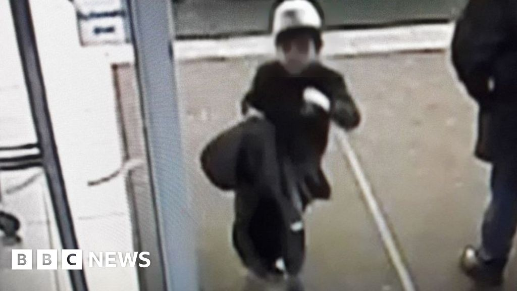 Newport Pagnell: Nine-hour search as boy vanishes from M1 services
