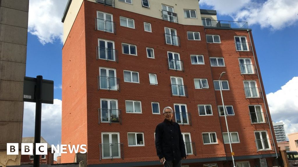 Senior MP demands answers for leaseholders